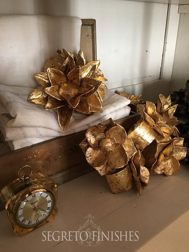 Segreto Secrets - Gold Floral Napkin Rings