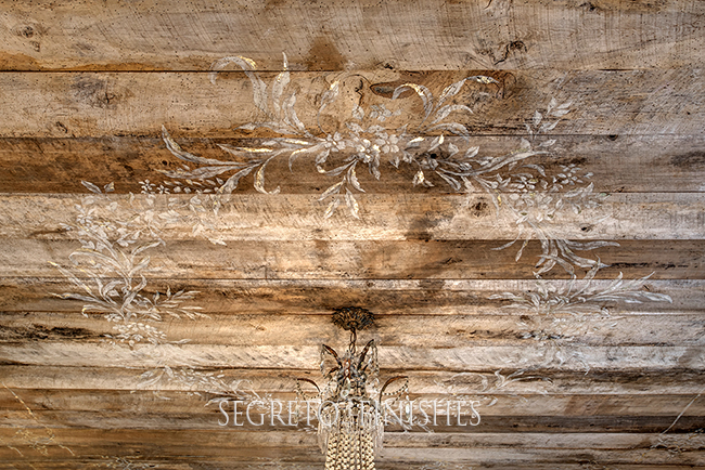 Wood Planked Ceiling with Hand-Painted Medallion - Leslie Sinclair of Segreto Secrets