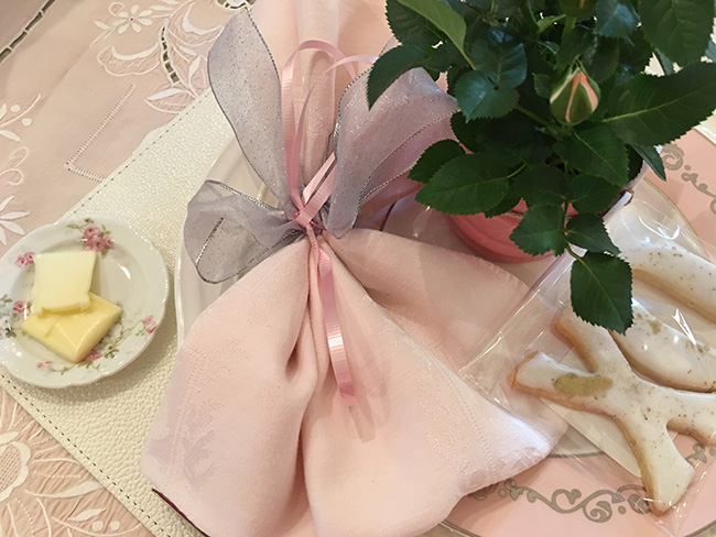 Segreto Secrets - My Valentine's Day Table Setting - Napkin Folding