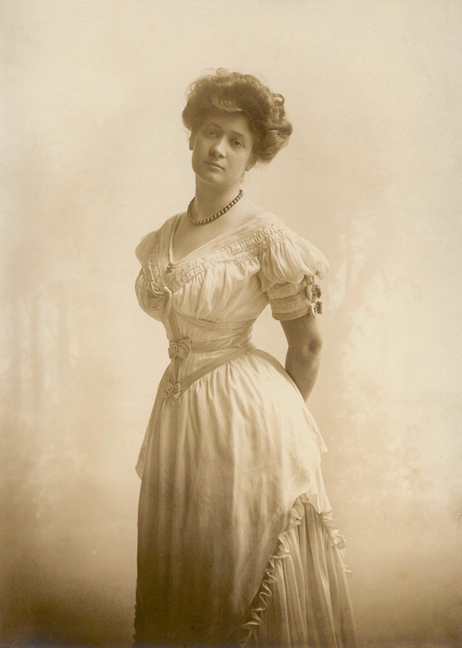 Segreto Secrets - Ima Hogg at 18 circa 1900