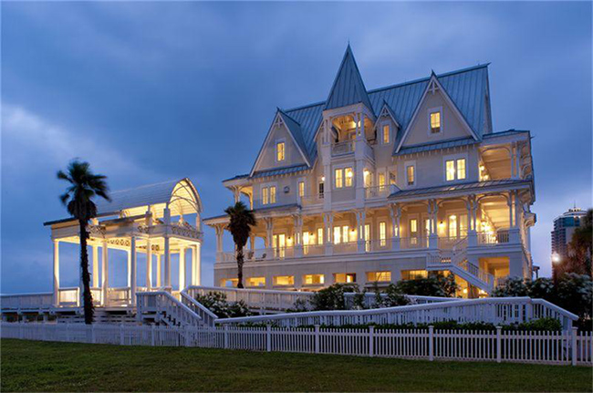 Segreto Secrets - Galveston Beach House - Victorian Architecture