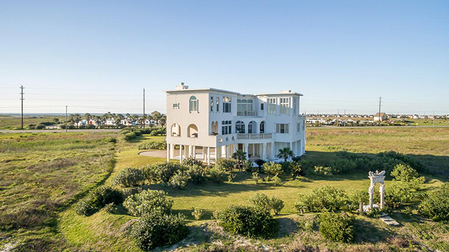 Segreto Secrets - Galveston Beach House - Italianate Ornate Style Mansion