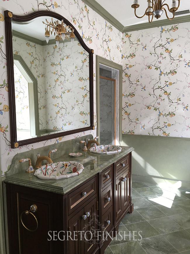 Segreto Secrets - Old English Style Bathroom with Wallpaper
