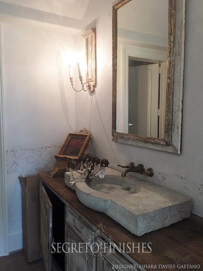 Segreto Secrets - Bathroom with Plastered Terra cotta border