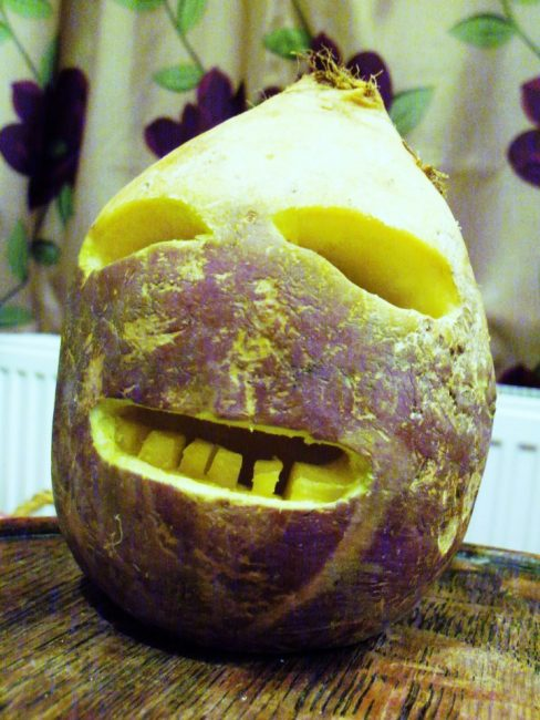 traditional_cornish_jack-o-lantern_made_from_a_turnip