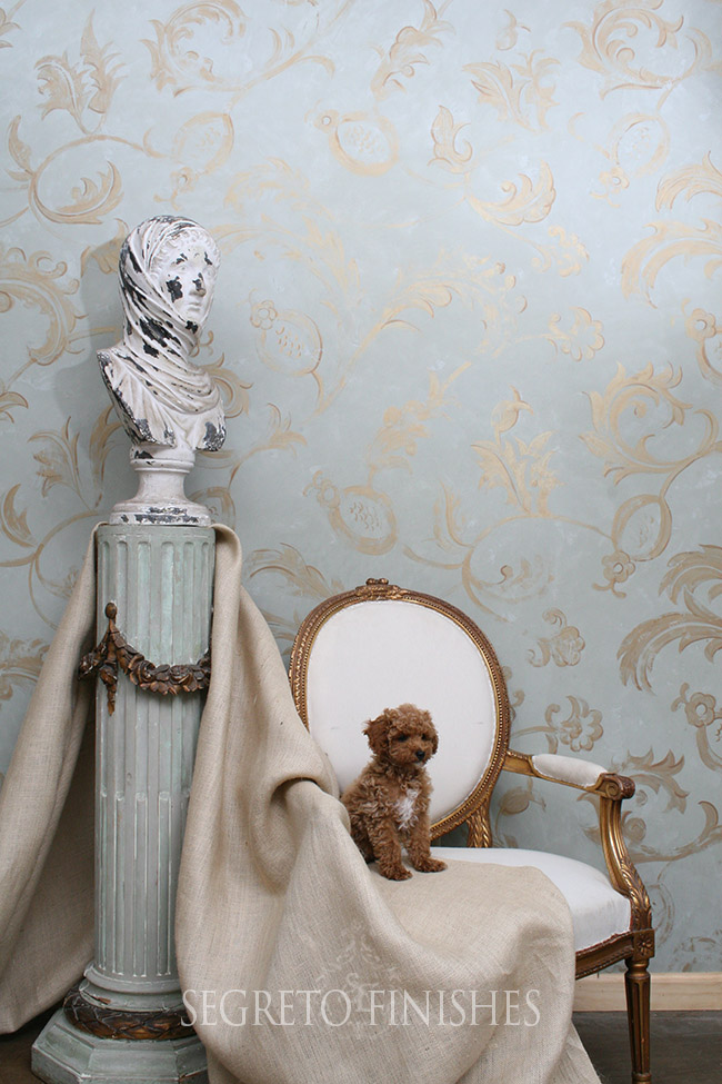 Segreto Secrets - I Love That Sample, Where Can It Go In My House - Wall Finish with Dog and Statue