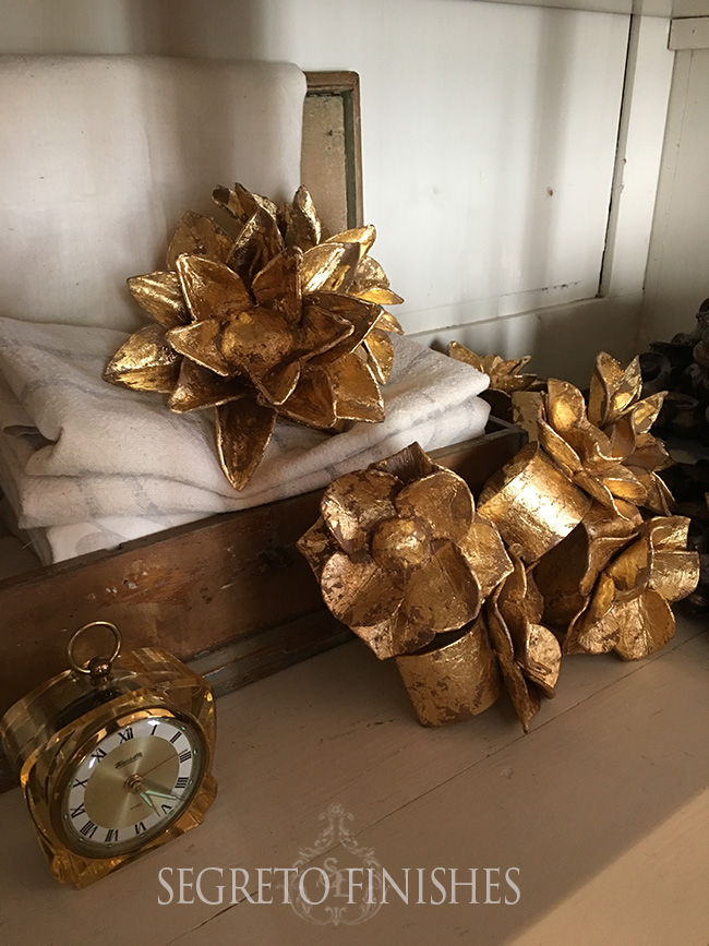 Segreto Secrets - Gold Floral Napkin Rings
