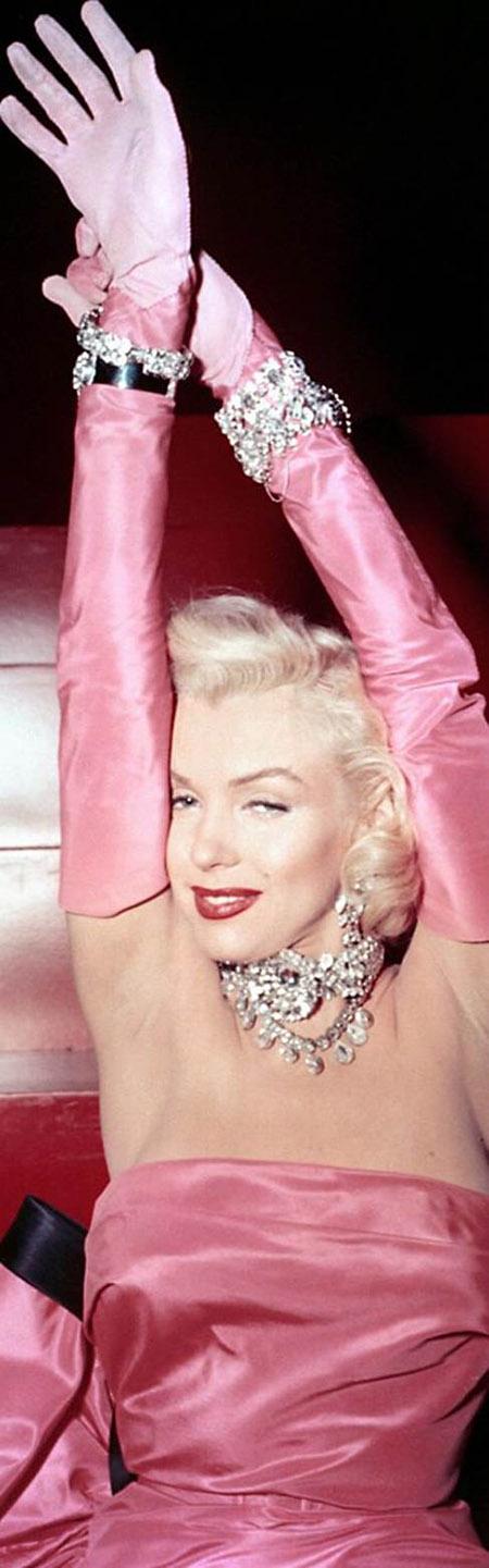Segreto Secrets - A Valentine's Day Scavenger Hunt for My Hubby - Marilyn Monroe