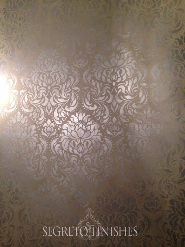 Metallic on Taupe Plaster - Layered Pattern by Segreto