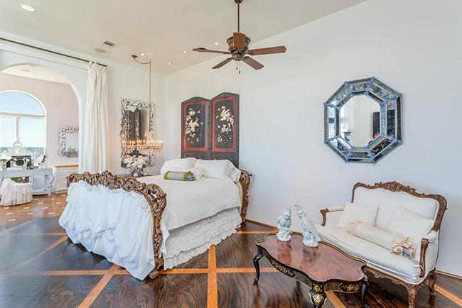 Segreto Secrets - Galveston Beach House - Italianate Ornate Style Bedroom