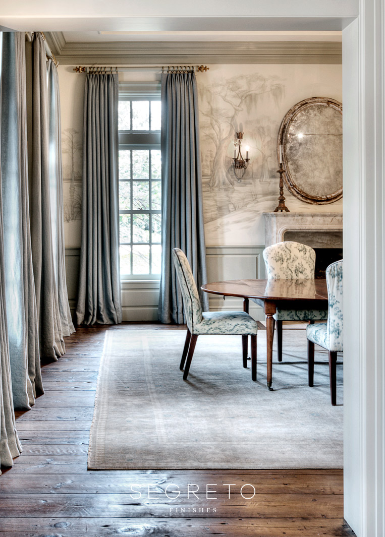 Elegant dining room. Segreto Finishes. Come see more interior design inspiration with Exquisite Plaster Walls, Finishes and Segreto Stone.#plaster #walls #finishes #segreto #interiordesigninspiration