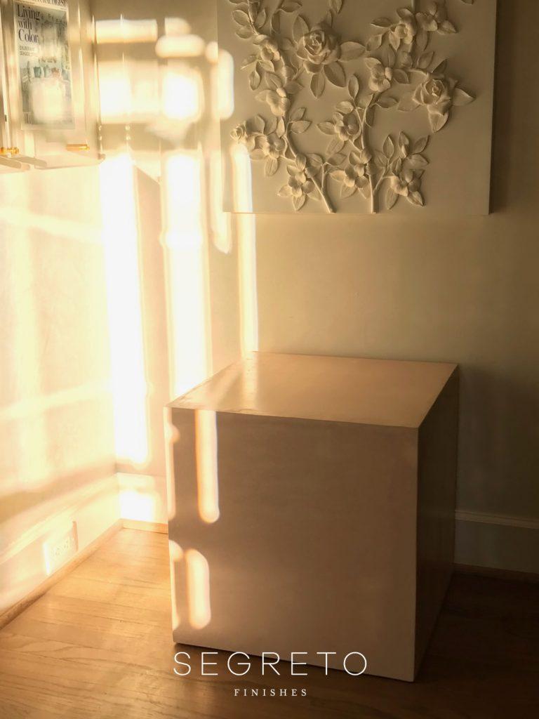 SegretoStone side table and plaster art piece